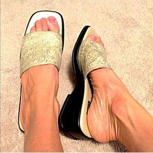 🔷BOGO🔷 Mootsies Tootsies fabric slides sandals